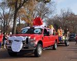 Ô tô cho tới xe tăng hóa tuần lộc, ông già Noel dịp Giáng sinh