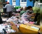 Thừa Thiên-Huế: Tạm giữ số lượng lớn giày dép, quần áo nghi nhập lậu