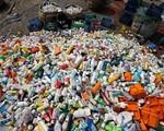 Malaysia cấm nhập rác thải nhựa không thể tái chế