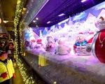 Không khí Giáng sinh qua những ô cửa kính ở New York, Mỹ