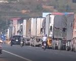Ùn ứ xe chở nông sản ở Lạng Sơn, nhiều lái xe đối mặt với giá rét - ảnh 1