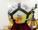 Bắt đầu đấu giá quả bóng và chiếc áo ĐT U23 Việt Nam tặng Thủ tướng