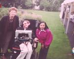 Gặp gỡ con gái nuôi người Việt của thiên tài vật lý Stephen Hawking