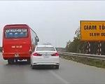 Xe khách lạng lách, đánh võng trước đầu xe con trên cao tốc