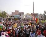 Hàng nghìn người về tham dự Lễ hội Chùa Bà Thiên Hậu, Bình Dương