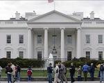 Nổ súng bên ngoài Nhà Trắng, Mỹ