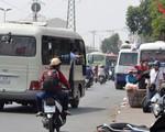 Xe dù tràn lan tại sân bay Nội Bài