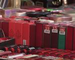 Tràn lan mỹ phẩm giả ở những khu chợ sinh viên Hà Nội