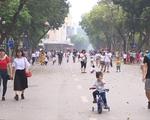 Thời tiết đẹp, các điểm vui chơi ở Hà Nội kín khách dịp nghỉ lễ 30/4-1/5 - ảnh 10
