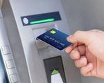 NHNN chỉ đạo tạm dừng tăng phí rút tiền từ ATM