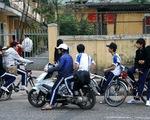 Gia tăng tình trạng học sinh đi xe máy đến trường tại TP Huế