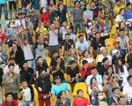 Hàng nghìn người 'đội nắng' xem đua mô tô ở Cần Thơ