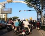 Cần Thơ ra quân xử phạt phương tiện đỗ xe tại lối rẽ phải chờ đèn đỏ