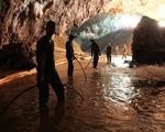 TRỰC TIẾP Giải cứu đội bóng Thái Lan: Nhóm cầu thủ đầu tiên đã ra khỏi hang