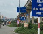 Lái xe bối rối vì biển báo giao thông dày đặc trên xa lộ Hà Nội