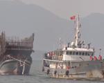 Tàu Hải quân đưa 52 ngư dân gặp nạn về bờ an toàn