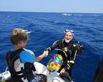 Thợ lặn già nhất thế giới bao nhiêu tuổi?