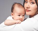Lan Phương ngày càng 'mòn con mắt' sau sinh con gái đầu lòng