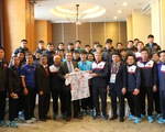Đại sứ đặc mệnh toàn quyền Việt Nam tại Trung Quốc thăm và tặng thưởng ĐT U23 Việt Nam