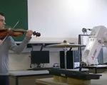 Robot phiêu cùng âm nhạc