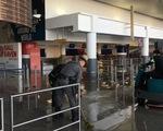 Đường ống nước vỡ, sân bay Mỹ hỗn loạn