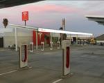 Trạm sạc xe điện lớn nhất nước Mỹ của Tesla