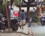 TP.HCM: Các bãi xe đồng loạt chấp hành yêu cầu chấm dứt giữ xe trên vỉa hè - ảnh 1