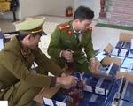 Bắt giữ xe tải vận chuyển gần 1.000 chai rượu ngoại nhập lậu
