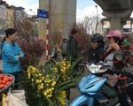 Ngày giáp Tết, mọi góc phố Hà Nội đều biến thành chợ hoa