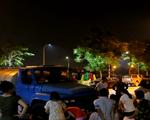Người dân Hà Nội xếp hàng lấy nước sạch lúc nửa đêm