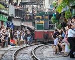 Nguy hiểm cà phê đường tàu ở Hà Nội