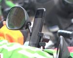 Muôn kiểu vi phạm an toàn giao thông của xe ôm công nghệ