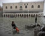 Venice chìm trong biển nước vì ngập lụt - ảnh 1