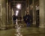 Thủy triều kỷ lục nhấn chìm nhiều địa danh lịch sử nổi tiếng tại Venice, Italy - ảnh 1