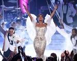 Trở lại lễ trao giải AMAs sau 25 năm, Toni Braxton trở thành tiêu điểm