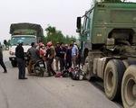 Container đối đầu xe máy, 2 nữ sinh nhập viện cấp cứu
