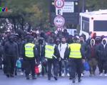 Cảnh sát Pháp dẹp khu trại của người di cư tại Paris
