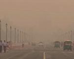 Người dân New Delhi chật vật đối phó với ô nhiễm không khí