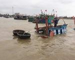 Trục vớt thành công tàu cá của ngư dân Hà Tĩnh bị sóng biển đánh chìm