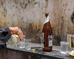 Ấn Độ: 72 người tử vong do ngộ độc rượu