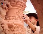 Lưu giữ hồn Việt qua gốm phù điêu