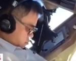 Phi công ngủ gật khi đang điều khiển máy bay