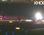 Động cơ máy bay Boeing bốc cháy tại sân bay Goerge Bush, Mỹ