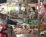 Người tiêu dùng e dè hơn trong việc chọn mua thịt lợn
