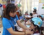 Tặng mũ bảo hiểm cho học sinh lớp 1 năm học 2019 - 2020 - ảnh 1