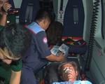 Trực thăng đưa ngư dân bị bệnh từ Trường Sa về đất liền cứu chữa