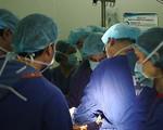Ứng dụng khớp gối nhân tạo mới trong điều trị cho bệnh nhân bị thoái hóa nặng