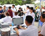 Khám bệnh miễn phí cho hàng nghìn người dân tại vườn hoa Lý Thái Tổ (Hà Nội)