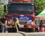 Sôi động cuộc thi kéo xe... cứu hỏa