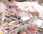 Hà Nội: Ngang nhiên đổ phế thải lấn chiếm sông Hồng